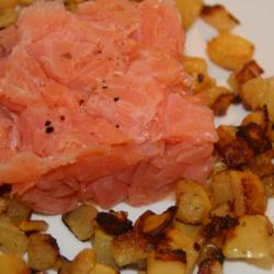 Lachstatar mit Butterrüben-Bratkartoffeln