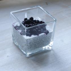 Chiapudding mit Blaubeerkompott