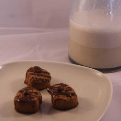 Mandelkekse und Mandelmilch
